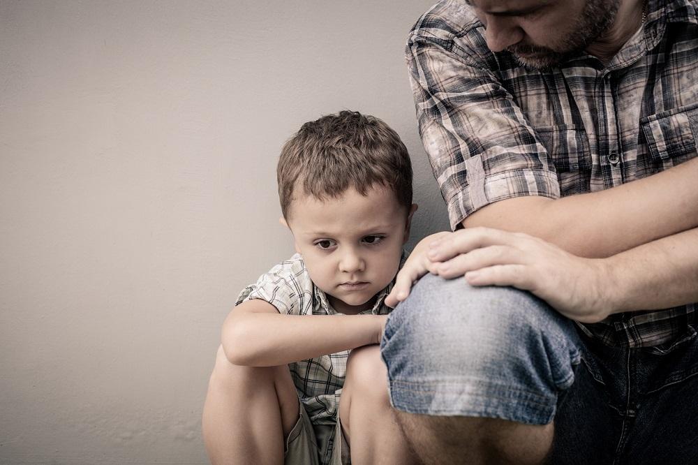 אבא וילד עם קושי