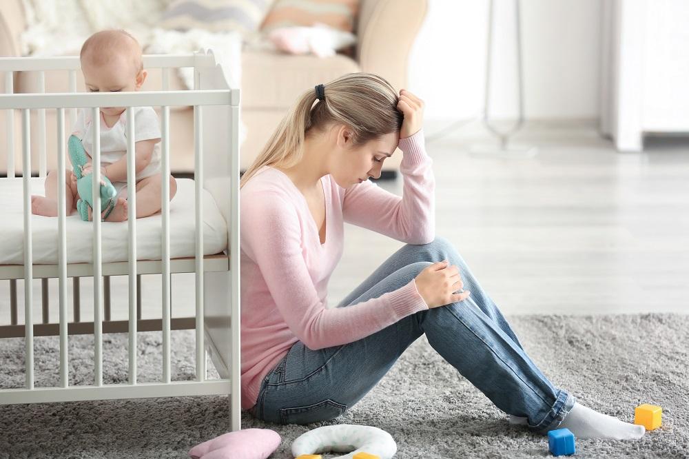 אם מדוכאת ותינוק