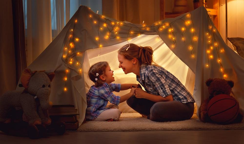 אמא ובת באוהל
